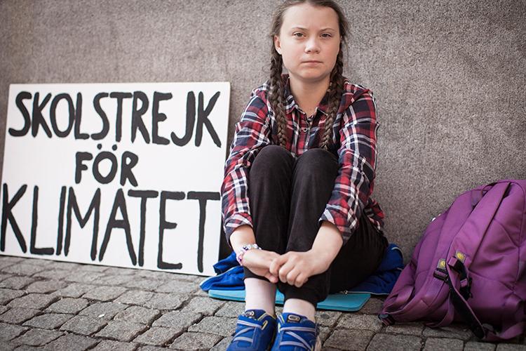 «Давайте вспомним шведскую школьницу Грету Тунберг! Вот вам феномен: девочка невсебе, она даже плохо говорит, ноеесделали мировым «гуру», иона указывает всей планете, как жить»