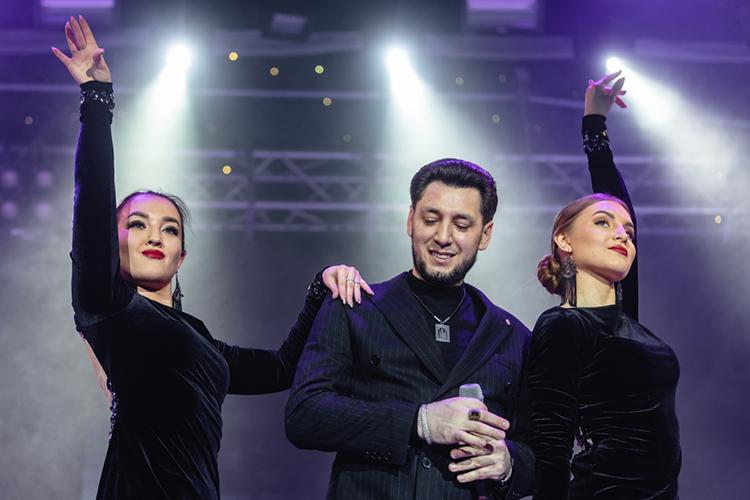 Выступление Тямаева вцентральном доме культуры (ЦДК) отменили вмарте этого года под предлогом отключения электричества— зачас доконцерта директор ЦДК заявил артисту, что вздании затопило подвал