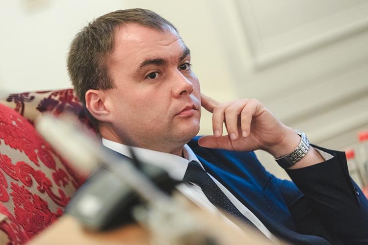 Еще вфеврале Карпов, выступая передРустамом Миннихановым,прошелся сдовольно жестким докладом осостоянии дел вМНКТ. Все это было нафоне ЧП, унесшего жизни двух сотрудников компании