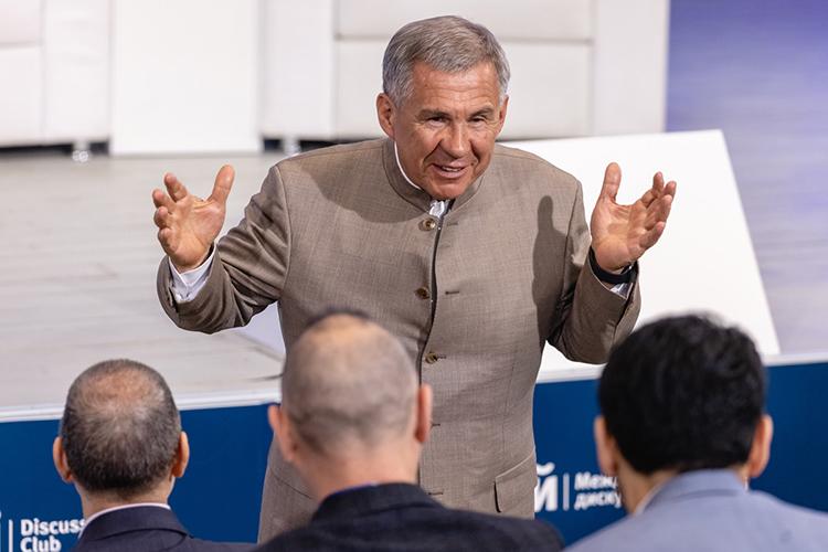Открывали конференцию президент ТатарстанаРустам Миннихановизаместитель министра иностранных дел Российской ФедерацииАндрей Руденко
