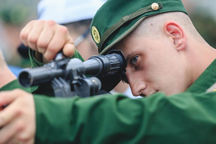 «Сейчас вармии интереснее. Вооружённые силы России стали более технологичными. Это чувствуется ипооснащению воинских частей»