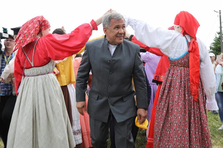 Президент ТатарстанаРустам Миннихановнечасто посещает «Каравон», новэтом году принял активное участие впраздненствах