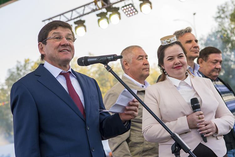 Впервом квартале текущего года компания«Строитель»собрала госзаказов более чем наполмиллиарда рублей, причем всего тремя контрактами— ивсе они отГКУ «Главное управление инженерных сетей РТ», возглавляемогоДжаудатом Миннахметовым (слева)