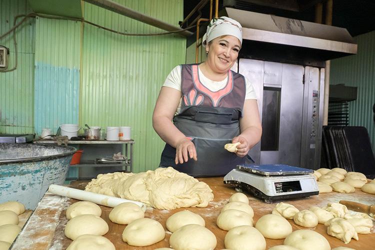 «Мывыкупили центральную пекарню вМуслюмово. Сейчас это мой основной бизнес, вштате от15 до28 сотрудников взависимости отсезона, ежедневно спекарни выезжают 3 машины спродукцией»