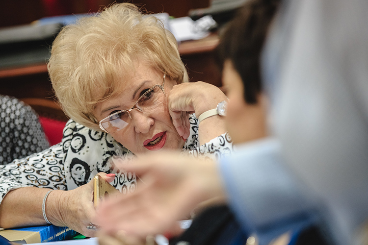 Нэлла Пруссзаявила нам, что секретов унее нет, ираскрыла подробности своей зарплаты. Так, уже пять лет она стабильно получает 200 тысяч рублей вмесяц (2,4млн рублей вгод)