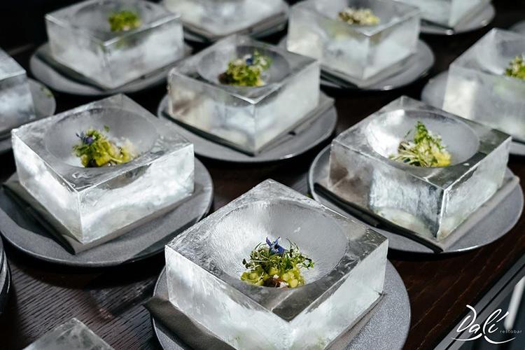 Высокая кухня напрямую связана сэмоциями— такие блюда призваны непросто насыщать ирадовать взгляд. Они рассказывают собственную историю, несут красоту изнутри