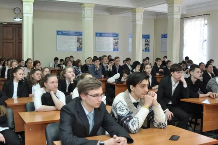«Лицей имени Лобачевского может принять только от80 до100 учащихся 6–8-хклассов. Аподается более 1,4 тысячи заявлений»
