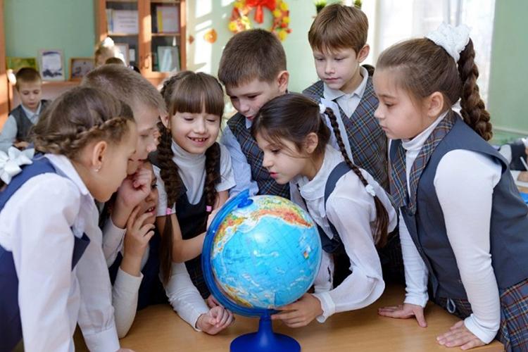 Сейчас наибольшимпрестижем пользуются нетиповые образовательные организации, школы, которые набирают детей после 4-6 классов, имеют более узкую профилизацию, умеют работать сталантливыми иодаренными детьми