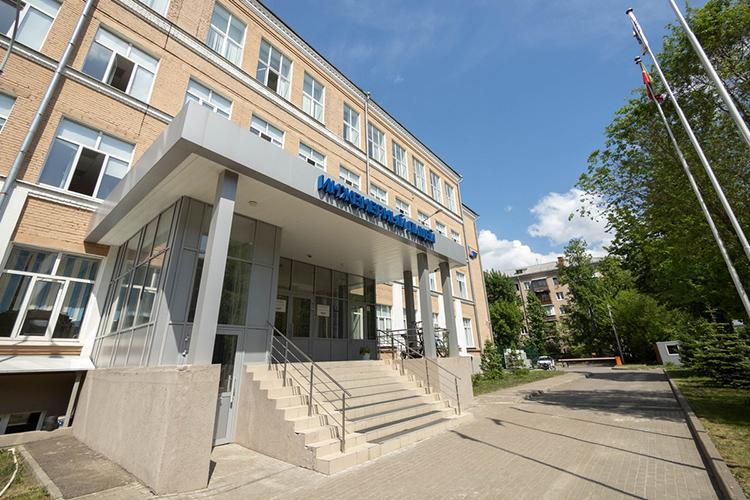В2015 году был создан ставший внашем рейтингевосьмымИнженерный лицей-интернат КНИТУ-КАИ (ул. Гагарина, д.8), его основным вдохновителем стал теперь уже бывший ректорвузаАльберт Гильмутдинов.