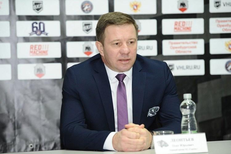 Олег Леонтьев: «Хочу, чтобы моя команда как можно чаще находилась ватаке. Сегодня это иесть то, что подразумевают под современным хоккеем. Сколько яработаю главным тренером, всегда хотел видеть такой хоккей»