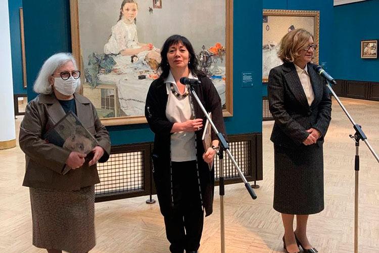 Кульминацией экспозиции и главной гордостью кураторов Надежды Мусянковой и Татьяны Зелюкиной стали два масштабных полотна «Обливание» и «Бойня», которые впервые удалось привезти в Москву