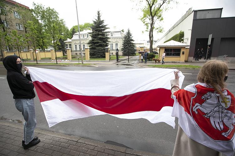 Власти Беларуси подтверждают задержание Протасевича, нопредставляют его как случайность.«То, что среди пассажиров оказался экстремист— тем более невопрос тех, кто принимал решение оказать помощь пассажирскому борту»