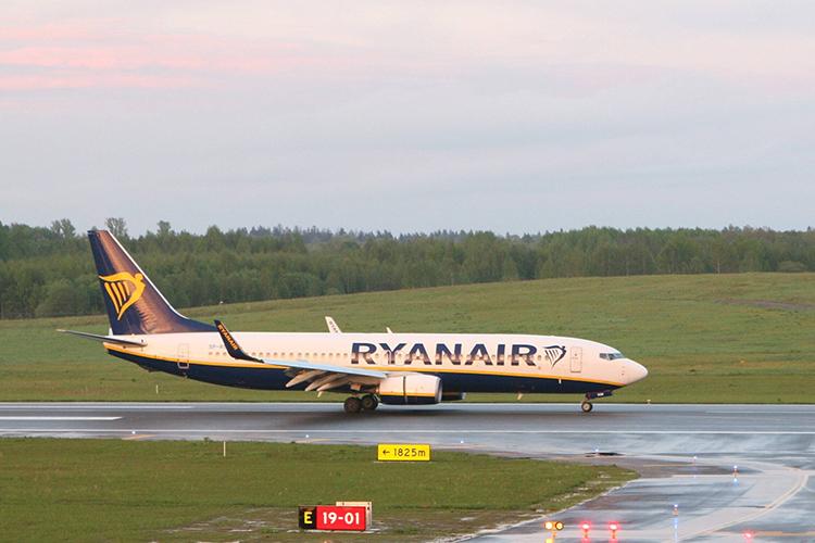 Около трех часов дня вмеждународном аэропорту столицы Беларуси экстренно сел пассажирский самолет авиакомпании Ryanair, летевший изАфин вВильнюс