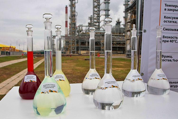 «ТАНЕКО производит полную линейку продукции топлив по стандартам для двигателей «Евро-6» с уменьшенным содержанием оксидов серы, углерода и азота в выхлопных газах автомобилей. Мы — первая компания в России, которая обеспечила выполнение этого требования»