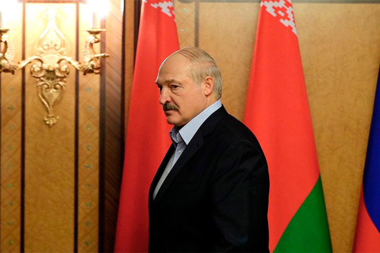 «Скрепя сердце, российские власти поддержали Лукашенко после выборов. Нонебыло других альтернатив, ненакого больше было поставить. Ироссийские власти спасли Лукашенко»