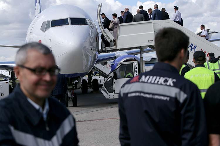 Авиарейсы были дополнительным источником дохода для Минска, поскольку страна берет деньги запролет