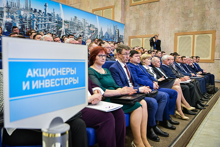 С73 до79 рублей выросла стоимость привилегированных акцийНКНХ, сегодня они торгуются науровне 75 рублей. С86 до103 подскочили обыкновенные акции НКНХ, сейчас ихцена замерла науровне 91 рубля
