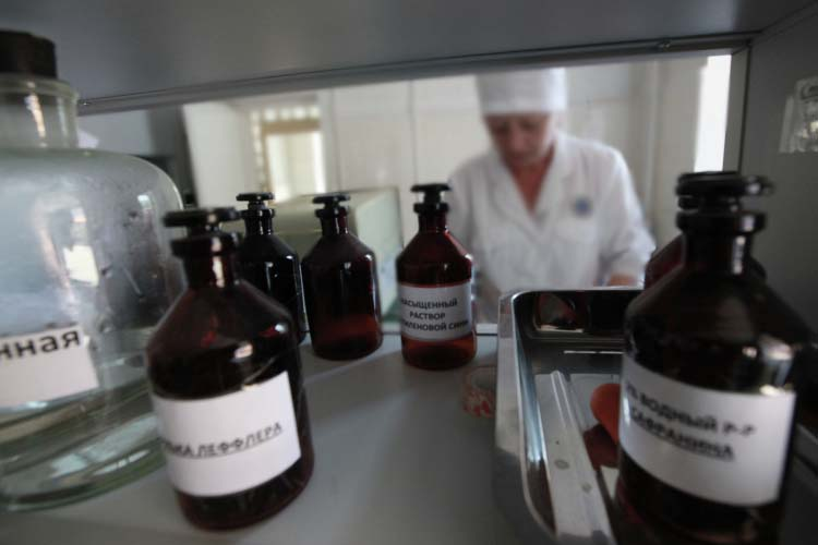 Татарская межрегиональная ветеринарная лабораториязанимается проведением госэкспертиз, лабораторными исследованиями, клинико-диагностическими обследованиями хозяйств вобласти ветеринарии, семеноводства ипрочее