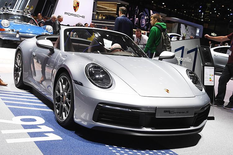 Найти можно иподержанный спорткар Porsche 911 Carrera за14млн рублей уофициального дилера