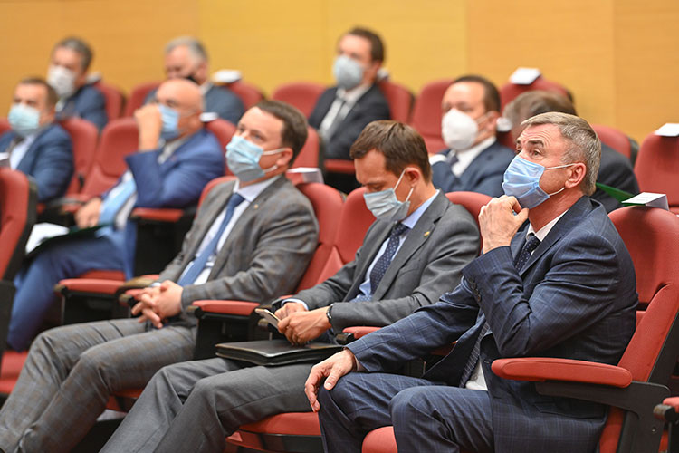 Министр транспорта и дорожного хозяйства РТ Фарит Ханифов доложил, что применение «Соликарба» как раз недавно обсуждали со всеми федеральными и республиканскими заказчиками