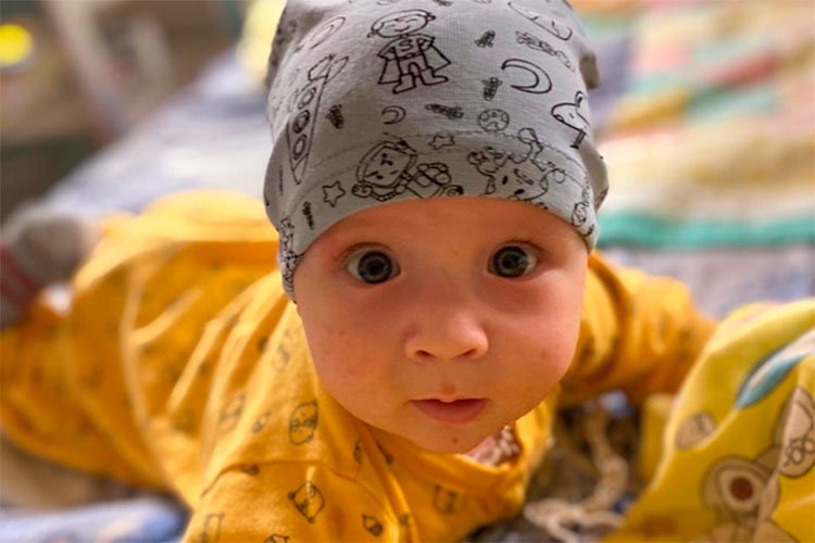 Ратмиру Фархитдинову из Альметьевска девять месяцев. Вскоре после рождения у мальчика обнаружили страшное заболевание — первичный иммунодефицит, хронический гранулематоз