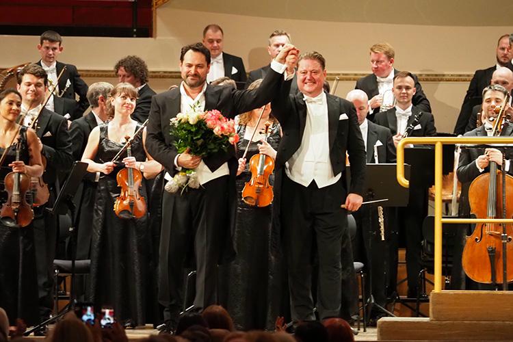 Сначала оркестр исполнил «Прибытие царицы Савской» изоратории «Соломон» Георга Фридриха Генделя, после чего насцене появился Абдразаков иоткрыл серию хитов басового репертуара