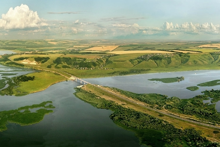 Заказник «Свияжский» относится кособо охраняемым природным территориям.Площадь — 12,5 тыс. га, географически расположен в устье Свияги
