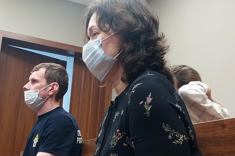 Наталья Евдокимова, психиатр изЗеленодольска, пришла напродление меры пресечения.Всамом начале судебного процесса она выступила ссоответствующим ходатайством: разрешить ейходить наработу