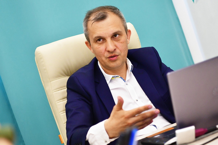 Равиль Идиятулин: «Самый лучший метод— создаватьискусственныекризисы, вводить сотрудников внесамые комфортные условия, чтобы они раскачались, вышли изспячки»