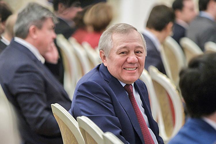 Альберт Шигабутдиновсообщил, что впериметр сделки войдут «Казаньоргсинтез», «Нижнекамскнефтехим» иТГК-16. Анижнекамский НПЗ— ТАИФ-НК, технологически связанный с«Нижнекамскнефтехимом», СИБУРу непереходит