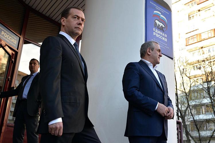 Наэтой неделе, когда вовсю идет голосование напраймериз «Единой России», появились слухи оскорой отставкеДмитрия Медведеваспоста лидера партии. Ивсе это впреддверии съезда единороссов, который намечен на19июня