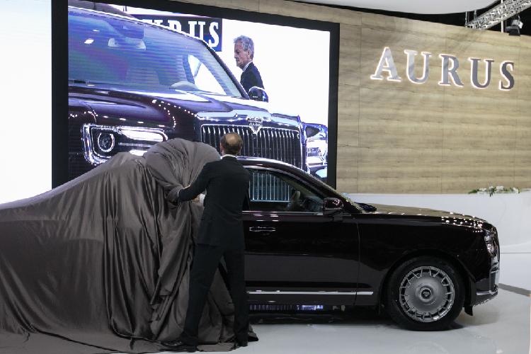«Знаете, унас есть свой автомобильный гигант— КАМАЗ. Маск пусть вдругих местах поработает? Унас есть Aurus»