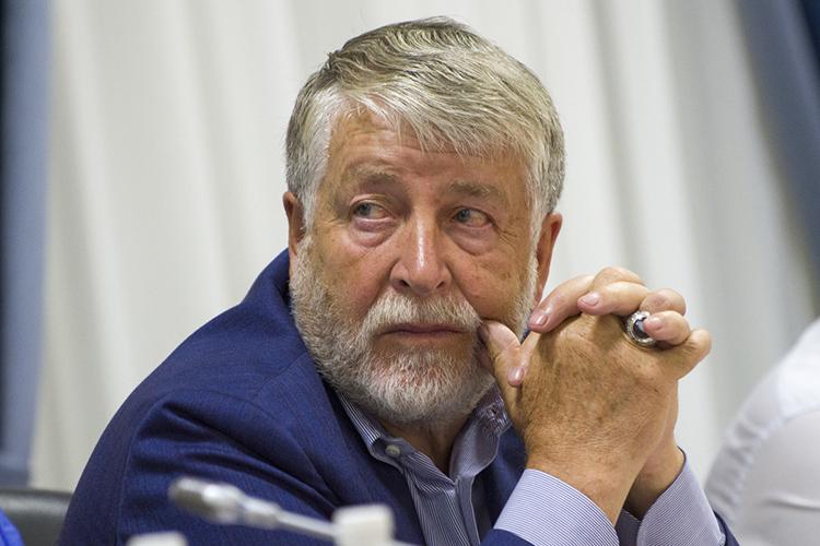 В начале 2004 года татарстанский «Ак Барс Банк» (АББ) купил 70% на тот момент еще коммерческого банка «Наратбанк» у его основателя — известного саратовского предпринимателя и татарского мецената Камиля Аблязова