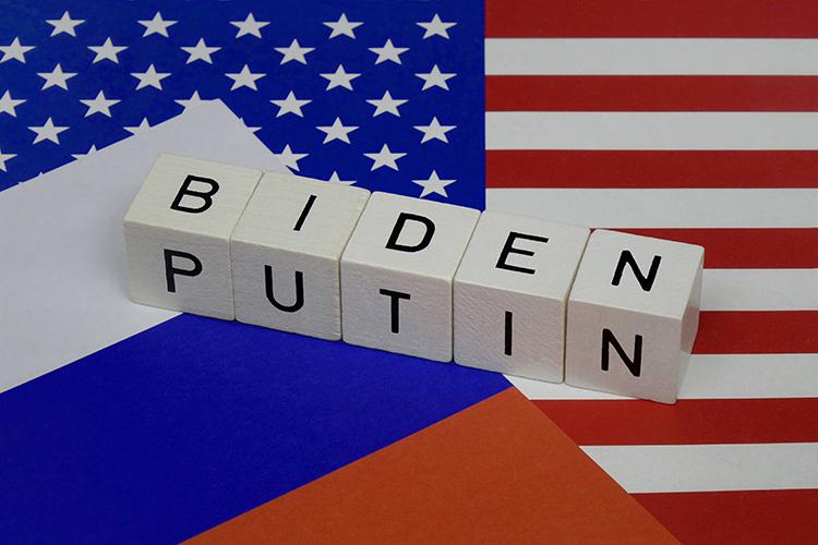 «Путин иБайден встречаются для того, чтобы как-то немножко рационализировать противостояние, которое унас уже есть. Оно вышло изберегов, инет понимания разумных рамок этого противостояния»