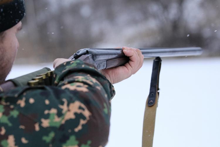 «Зачем вам оружие? Для охоты? Понятно…Азверей нежалко? Кроме животных покому-то будете стрелять? Зачем? Стрелку-товон зачем-то надо было»