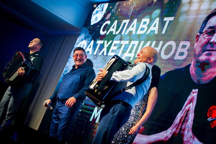Если вКазани выступления артистов татарской эстрады превратилось врядовое событие, тоихвизиты вавтоград местные всегда ждут сособым трепетом. Особенно таких величин какСалаватФатхетдинов