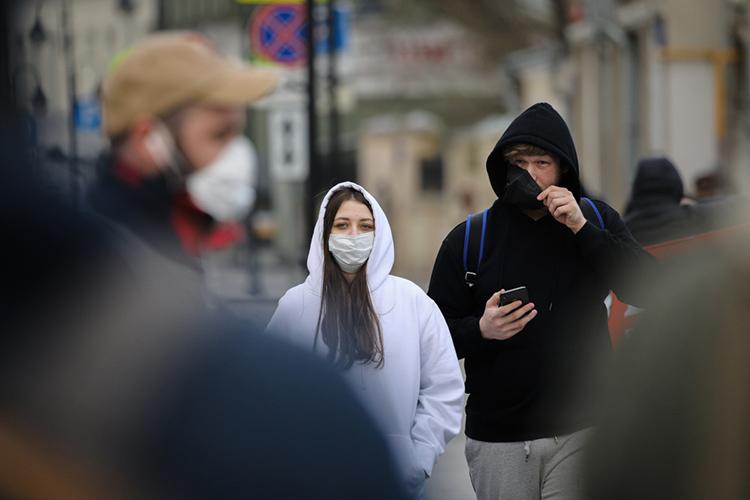 «Когдаже яслышу утверждения отом, что маски налице якобы бесполезны иненужны, яобыкновенно отвечаю: «Ну, пересмотрите хотябы советские фильмы омедиках. Там ведь все врачи вмасках, если они проводят какие-то операции или действуют взоне опасной инфекции!»
