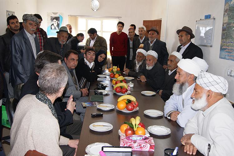 Вовремя встречи ученых ИЯЛИ с иранскимитатарами (2010 г.)