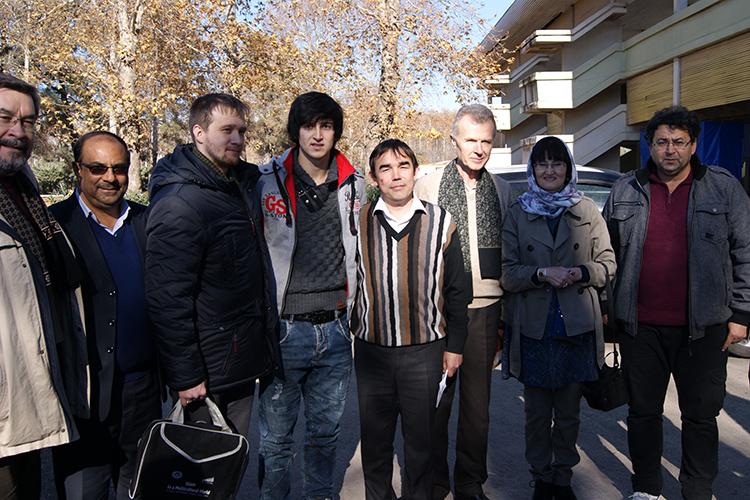 Участникиэкспедиции ИЯЛИ (И.Гибадулин 3-й слева)повстречалась с экс-игроком «Рубина»Сердаром Азмуном (в центре), которыйродом из этих мест