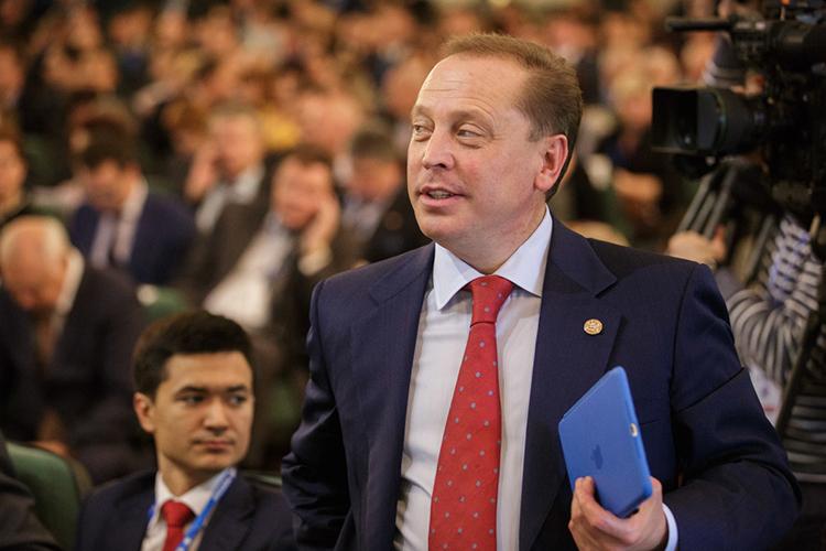 Замыкает тройку еще один тяжеловес, мэр Нижнекамска— глава Нижнекамского районаАйдар Метшин. Неделю назад онсам заявил, что готов оставить город иперебраться вГосдуму, чтобы верой иправдой служить уже всему Татарстану