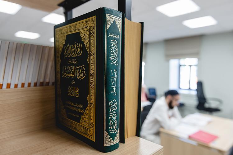 Донедавнего времени медресе считалось вузом, новновом уставе такого пунктанет, хотя де-факто в«Мухаммадие» действует 5-летнее образование, анавыходе— глубокие знания