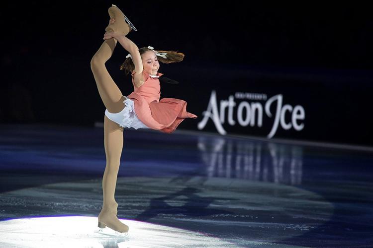 Путь 16-летнейЯсмины Кадыровой, другой казанской фигуристки, чем-то похож натот, что предстоит Осокиной. Сперва она также пыталась достичь успехов вженском одиночном