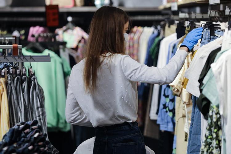 Следующим собеседником стала Фания Сабирова, которая занимается продажей верхней одежды. Женщина арендовала площадь вТЦ«Восточный», вовремя пандемии уИПслучился конфликт сарендодателем