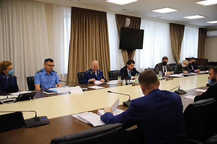 Прокурор республикиИлдус Нафиковиуполномоченный поправам предпринимателей вРТФарид Абдулганиеввыслушали жалобы 16бизнесменов