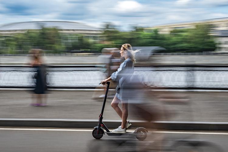 «Велосипедные, самокатные дорожки появятся вРоссии непотребованию велосообщества илюбителей самокатов. Они появятся, когда обэтом попросят водители автомобилей»