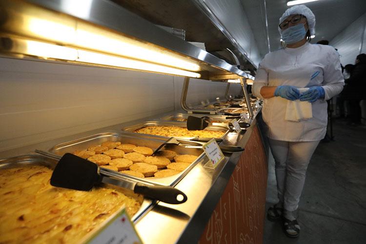 «Благодаря реформе школьного питания было введено единое меню сединой стоимостью. Если раньше проблема была вообще организовать питание, тосегодня мывыбираем из153 меню, исходя извозраста детей, ихжелания ипредпочтений родителей»
