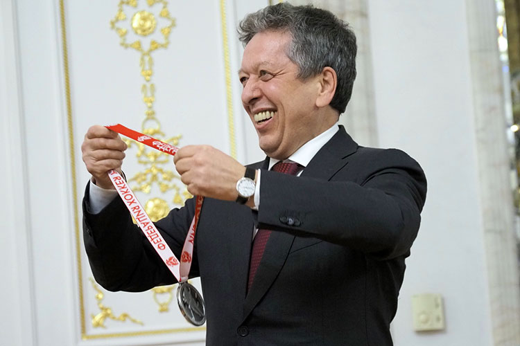 Гендиректор «Татнефти» и президент «Ак Барса» Наиль Маганов, как и два года назад, возглавляет наш рейтинг. Объективно хоккей продолжает оставаться спортом №1 в Татарстане