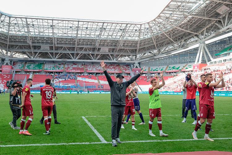 Зимой 2020-го Слуцкий заключил контракт с«Рубином» напять лет иуже заполтора года смог всвязке сСаймановым иЯровинским превратить казанский клуб изсередняка РПЛ водного излидеров чемпионата