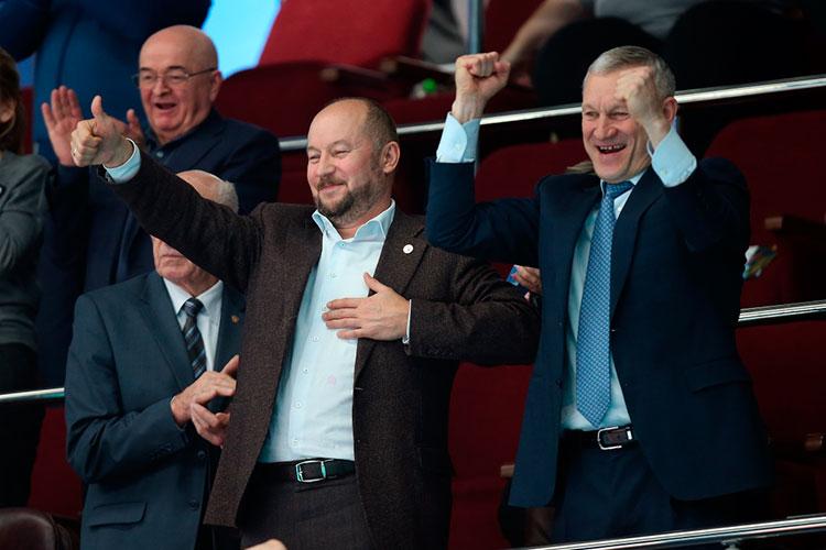 Авторитет и политический вес Асгата Сафарова (слева) позволяют ему создавать для олимпийцев комфортные условия, в том числе финансовые