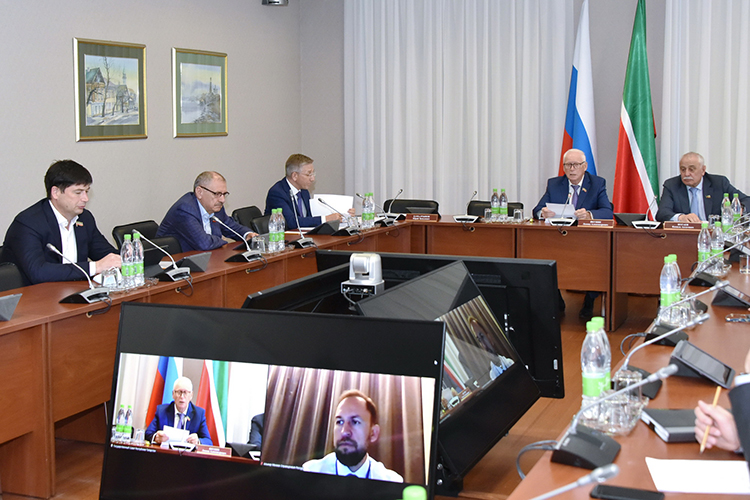 «Искренне надо благодарить, что изроссийского бюджета была направлена помощь», - отметилминистр финансов РТ